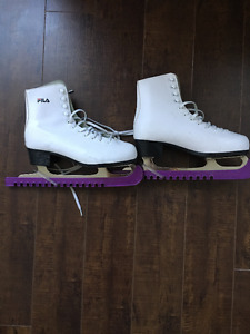 Women's FILA Ice Skates *Size 7* will fit a size 8. *