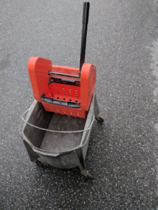 Mop Bucket with wringer, like new, Marino Brand