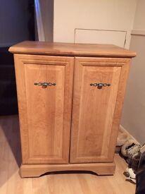 Veneer wood tv entertainment cabinet on castors
