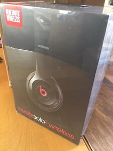 BRAND NEW BEATS SOLO2WIRELESS HEADPHONES