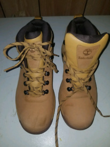 ~FOR SALE LIKE NEW TIMBERLAND MENS 9.5 WINTER BOOTS ~