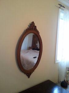 Miroir ovale biseauté sculpté à la main 19'' 1/2 x 36'' 1/2 125$