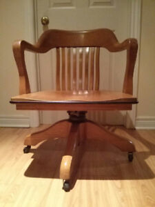 Vintage Oak Lay back, swivel banker's chair $172