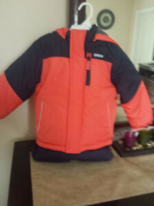 Brand new 2 piece Oshkosh snowsuit tags attached Unisex 4T size