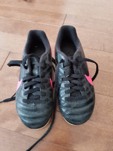Girls size 10 Nike soccer cleats