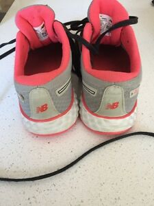Girl's New Balance Running Shoes size 1.5 Kitchener / Waterloo Kitchener Area image 2