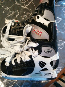 CCM Tacks 252 Junior Size 4