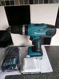 Makita drill with two 1.5ah batteries