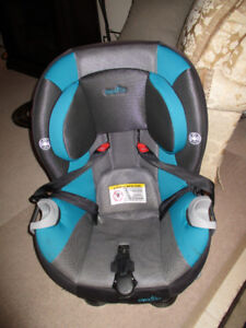 EVENFLO TRIUMPH CAR SEAT, EXPIRES IN AUG. 2022. EXCELLENT CONDIT