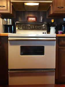 "30"" General Electric Almond Stove"