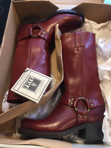 NEW IN BOX! FRYE Women's Harness 12R Boot Size 6 - MSRP $575 CAD