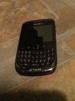 BLACKBERRY CURVE 60$ WHIT 3 CASES