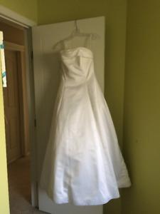 Beautiful Wedding Dress for sale!!