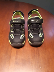 Excellent condition toddler size 12.5 sandals