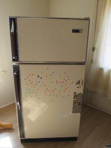 Petit Réfrigérateur couleur amande. Voir description !!