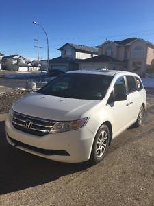 2011 White Honda Odyssey Van