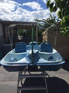 PADDLE BOAT with factory 12 V motor