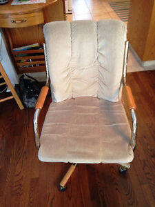4 kitchen chairs on swivel with wheels