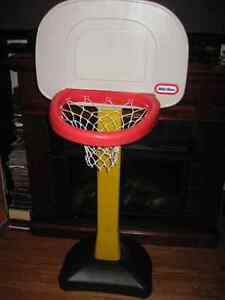 LITTLE TIKES KIDS BASKET BALL HOOP NET WITH STAND $ 20.00 Cambridge Kitchener Area image 3