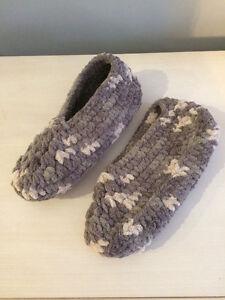Slippers / pantoufle size 9-9.5