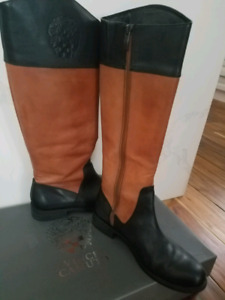VINCE CAMUTO leader boots