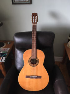 LaPatrie Concert Classical Guitar w/Nylon Strings and hard case