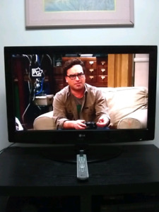 """37"""" LG LCD TV with remote"""