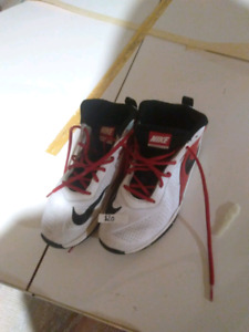 Nike basketball sneakers size 6
