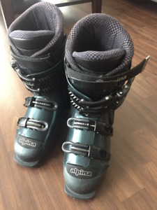 alpina woman ski boots for 6 1/2 or 7 size