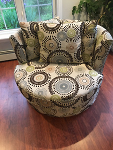 Trendy swivel chair