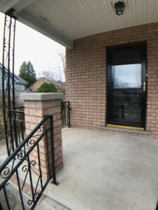 LOCATION, LOCATION STEPS TO BAYFRONT & DOWNTOWN w/AC, PATIO!!!