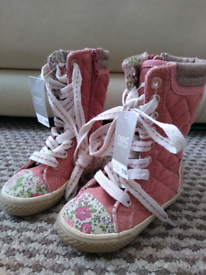 Baby girl boots size 4 New