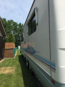 36ft Dolphin Motor Home