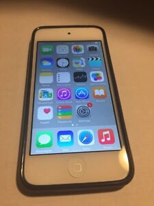 Apple iPod touch 32gb 5th gen.  great condition