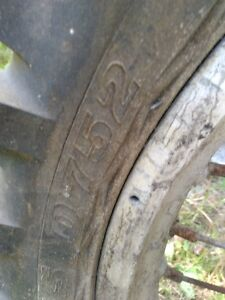 HONDA CR500 FRONT AND REAR RIM IN GOOD CONDITION WITH TIRES Windsor Region Ontario image 4