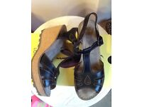 ❤️🌟 Fly London Gold wedge leather sandal in black new boxed 6