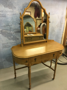 Antique Vanity by Bell Southampton Dovetail Mirror Hardware