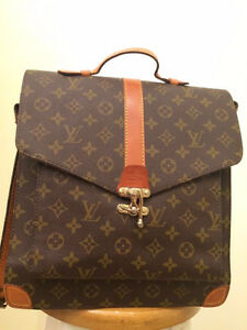 Louis Vuitton Bag (Like New Condition)
