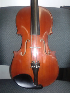 Full Size Violin with case and bow.NEW PRICE