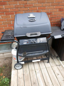 Broil king bbq with full tank of propane