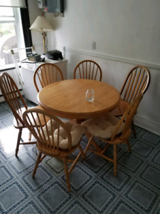 Round Wood Dining Table with chairs