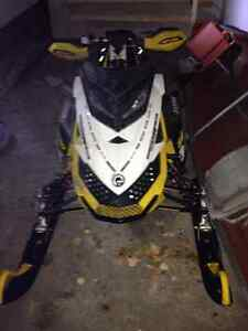 2011 Skidoo (mint condition)