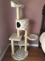 Cat tree / Arbre à chats