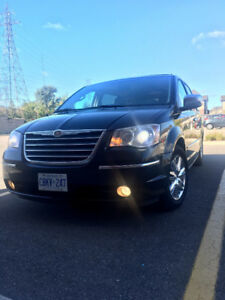 Chrysler Town & Country Limited Minivan,