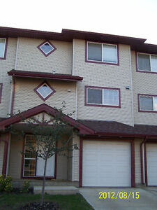 4BDR+3.5Bath Townhouse in Timberlea Available June 1st