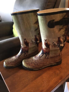 Women's rubber boots, horse pattern size 10