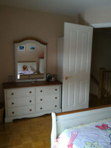 Bedroom set (4 pieces) - White - In great condition