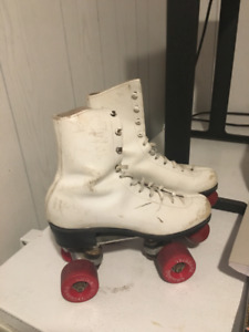Vintage Chicago Roller Skates (Girls Size 4)