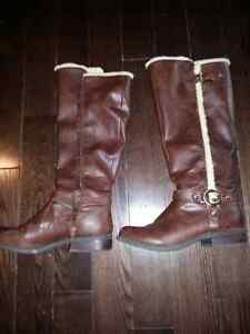 size 7 womens GUESS leather boots