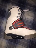 Step in snowboard bindings with boots